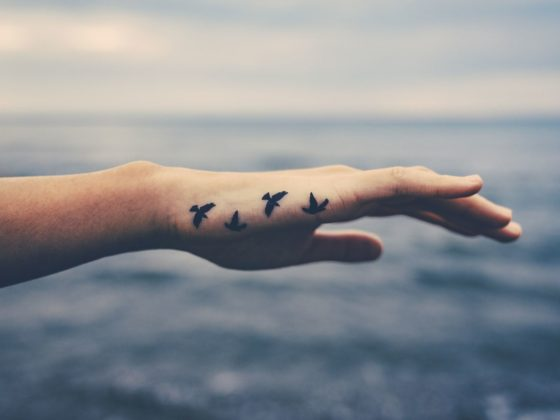 Le tatouage au travail : une petite signature plaisir compatible avec le monde professionnel